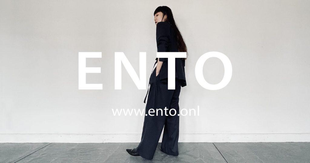 2021年春夏ENTO(エント)綿麻素材を使用した綿麻ノーカラージャケットと綿麻アシメタックパンツの上品な大人顔コーディネートです。