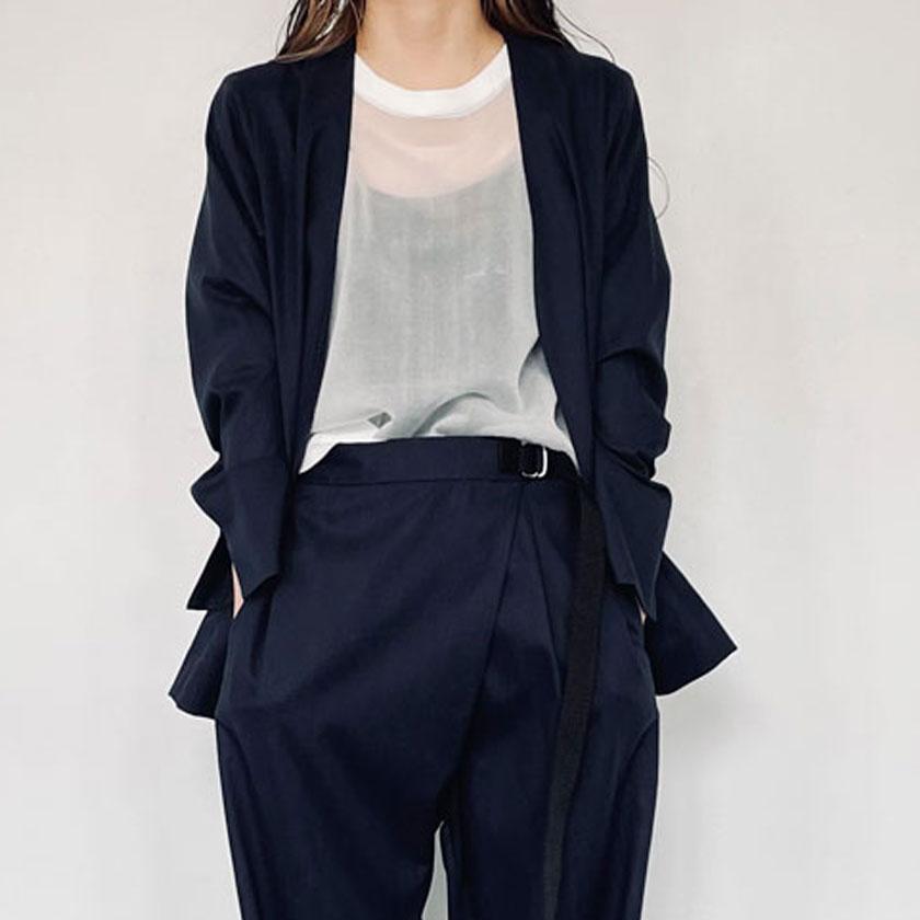 2021年春夏ENTO(エント)綿麻シリーズの綿麻ノーカラージャケットは軽くて羽織りやすく裏地なしのため春夏におすすめのアイテムです。