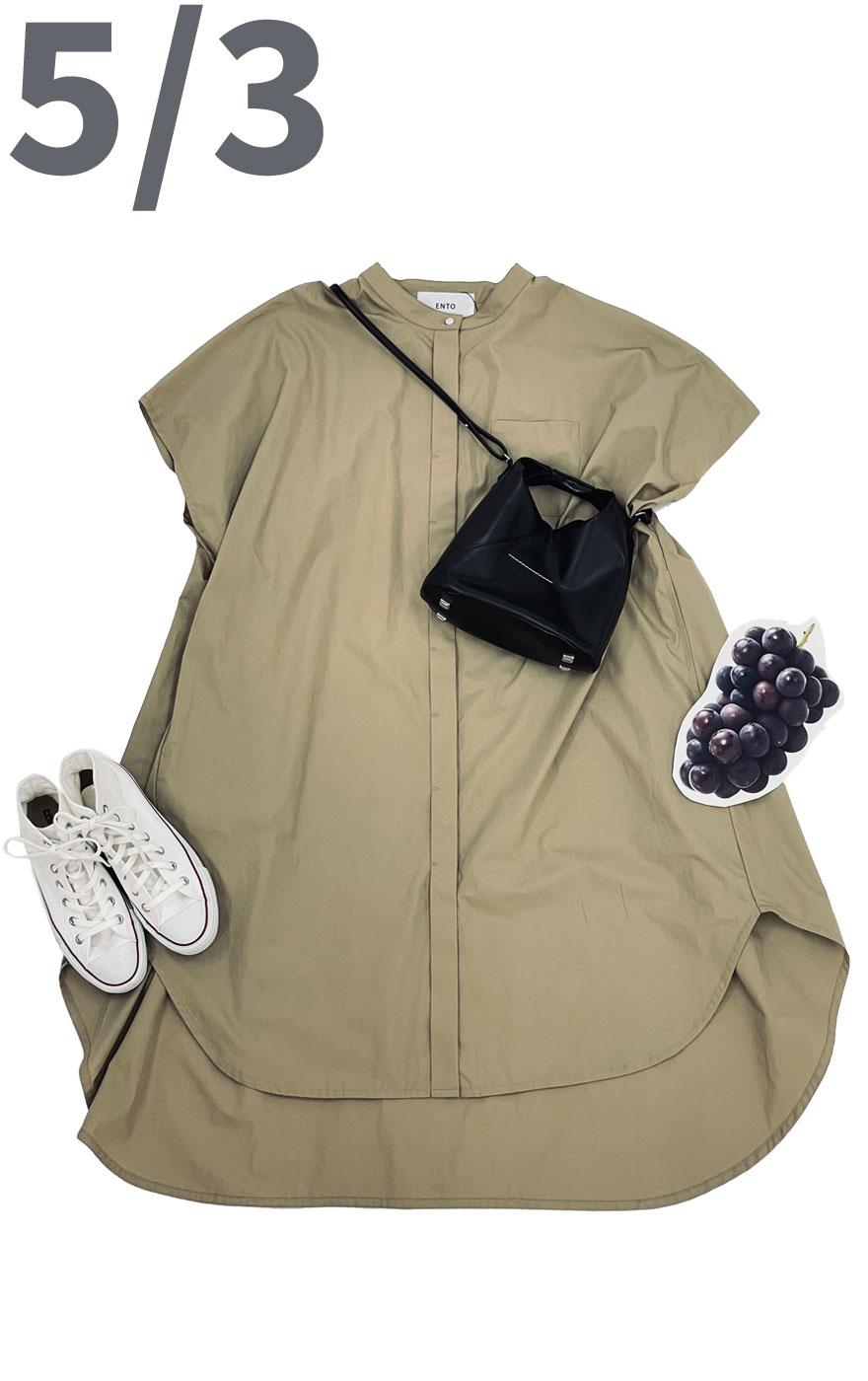 フルーツ狩りも可愛く映えるコーディネート。ロングシャツを前ボタンをとめてワンピース風に着て足元はスニーカー合わせで動きやすい服装で。
