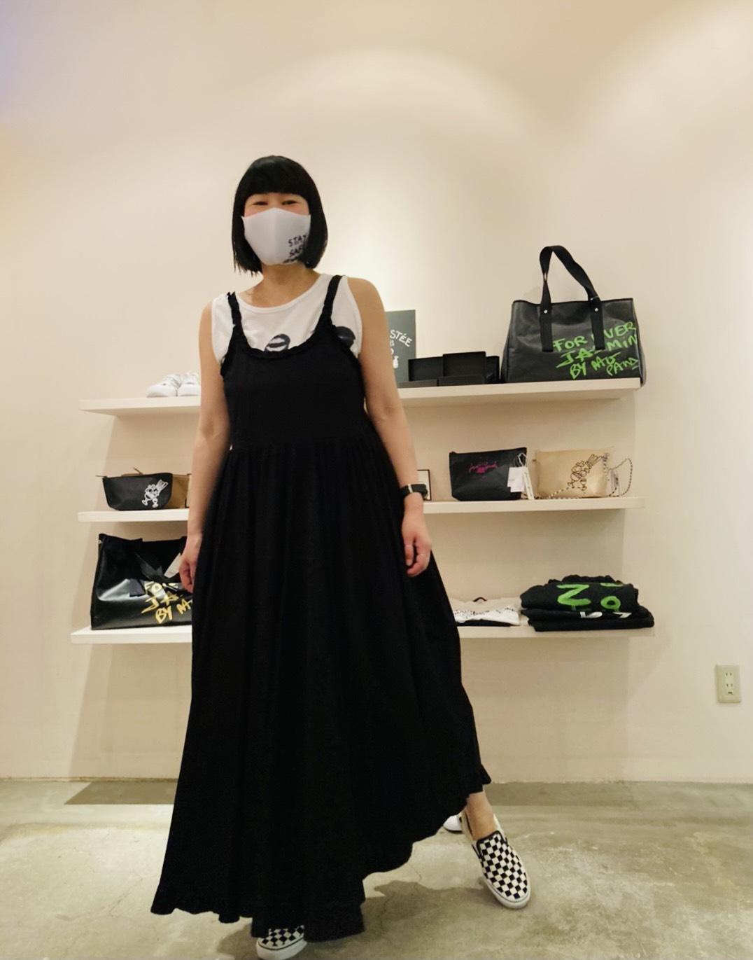 NACOPARIS唇デザインタンクトップ・AVNフリルマキシ丈ワンピース