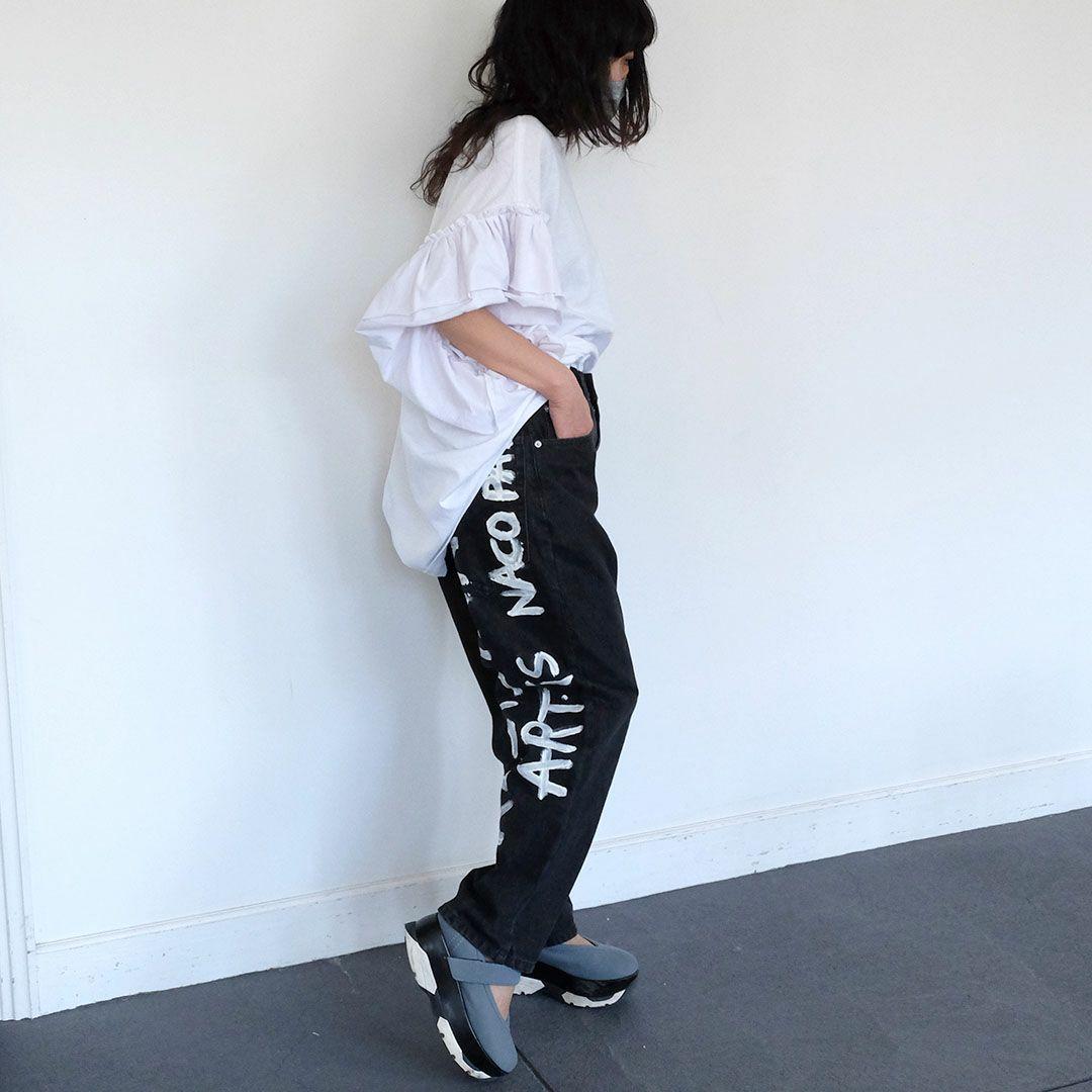 袖に大きなフリルの付いた個性的なビッグサイズTシャツ