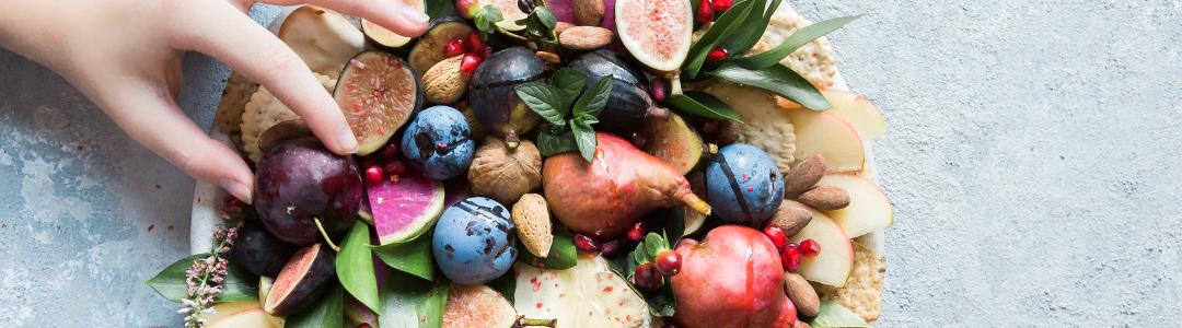 果物や木の実など、みのり豊かなイメージの秋