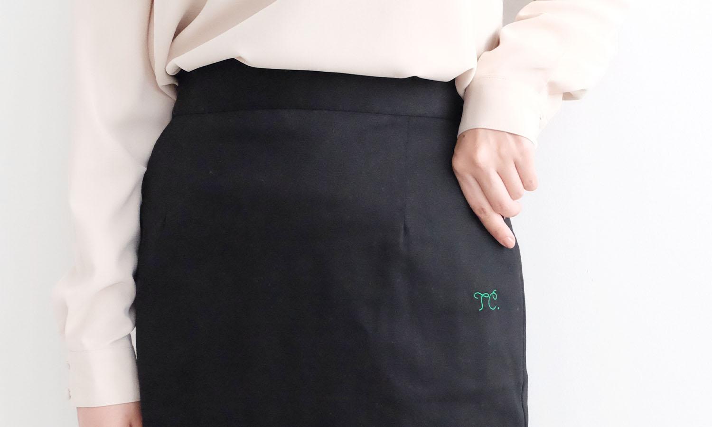 サイドにポケットがついているストレッチロングタイトスカート
