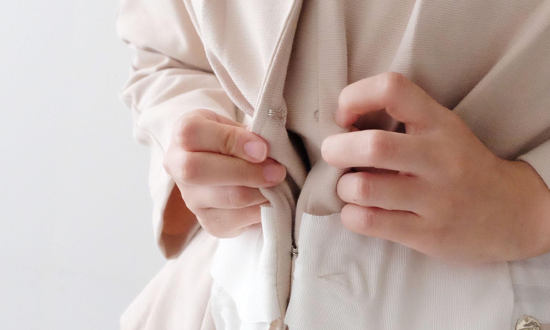 フロントホックが扱いやすい神戸・山の手ジャケット