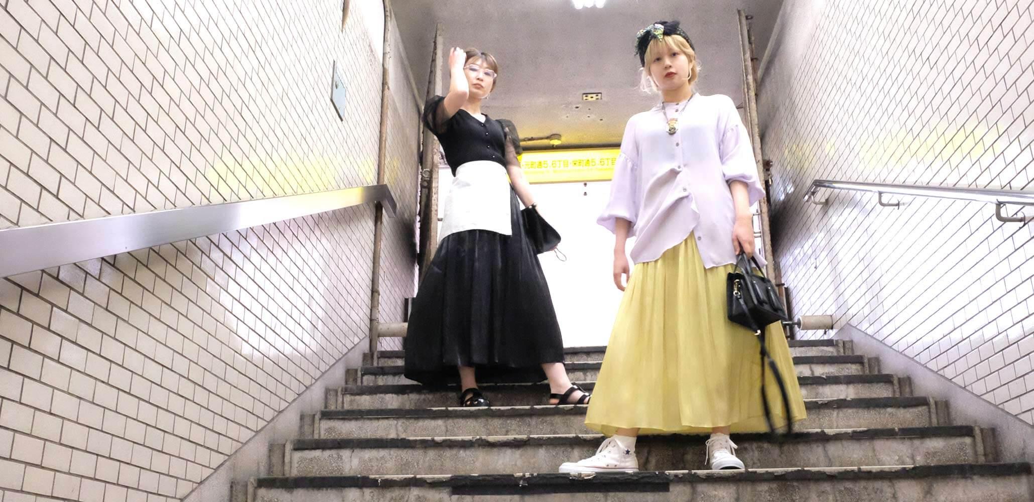 光沢と繊細なギャザーが美しいシャイニーギャザースカート