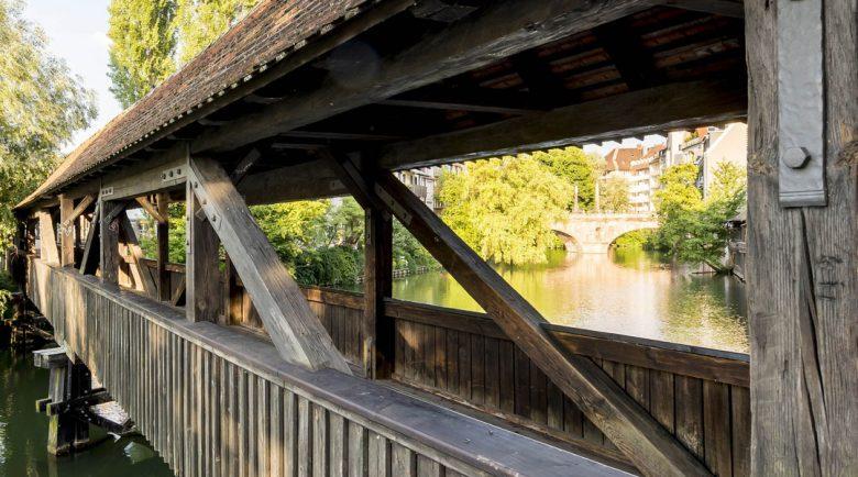 ドイツはニュルンベルクにある小さな橋・ヘンカーシュテークは喧噪を離れ穏やかに過ごしたいときにぴったり。
