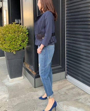 神戸・山の手ベージュカラーリボンジャケットとフレアスカート デニムパンツを合わせたカジュアルコーデ。七五三後のママの着回しコーディネート。