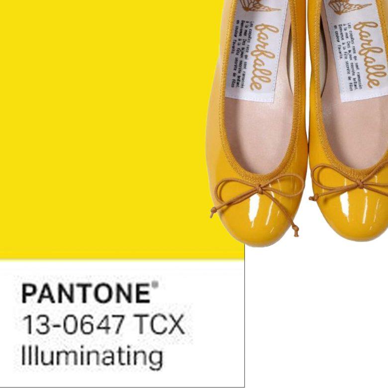 パントン社2021年トレンドカラー・明るく元気なイエローのエナメルバレエシューズで気持ちを上げて。