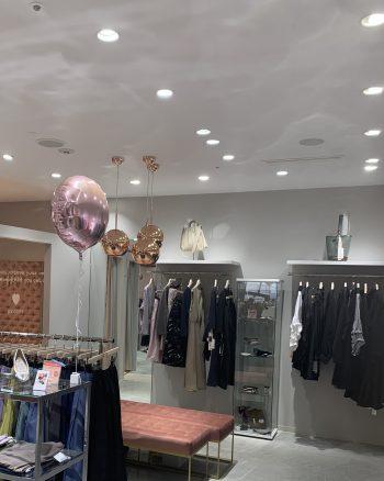 トレコード芦屋店ピンクの照明