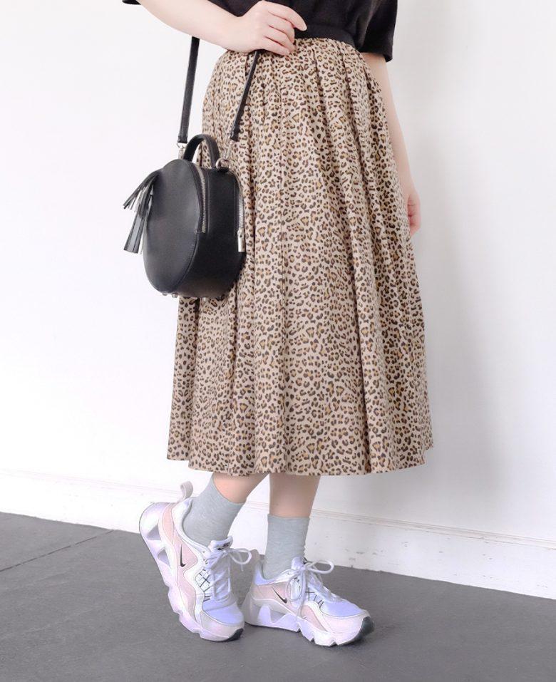 神戸山の手レオパードスカートとナイキのスニーカー