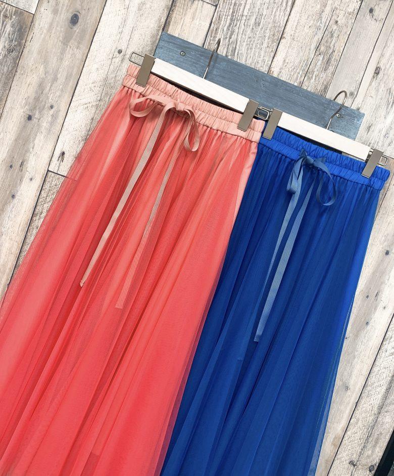 フレアチュールスカートの限定色は爽やかなピンクとブルー