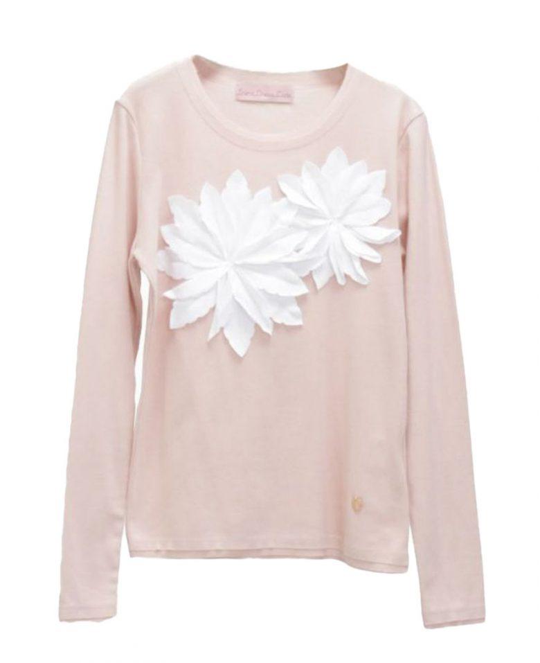 派手過ぎないデザインと抜群の着心地で幅広い世代に人気のお花アップリケTシャツ