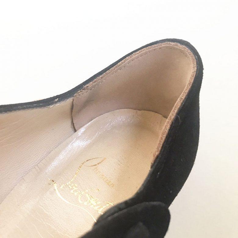 古い革靴のかかと内側のパーツのすべり革を交換するだけでも履き心地が良くなります。