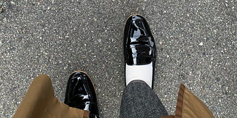買ったものの大きくて踵がパカパカ脱げてしまい履けないでいるパンプスやローファー、スリッポンなどはありませんか?せっかく気に入って買った靴ですもの。サイズ調整アイテムを使って再び履けるように対策してみましょう!