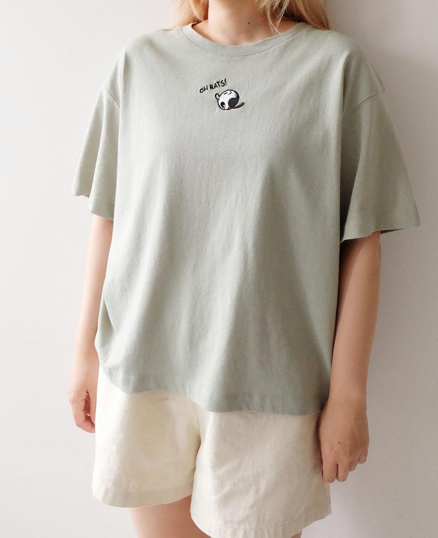 オリーブの刺繍がされたミント色のTシャツ