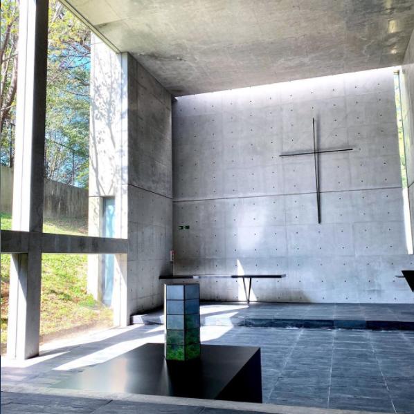六甲オリエンタルホテルの庭園内には世界的に著名な建築家・安藤忠雄氏が設計した、「風の教会」があります
